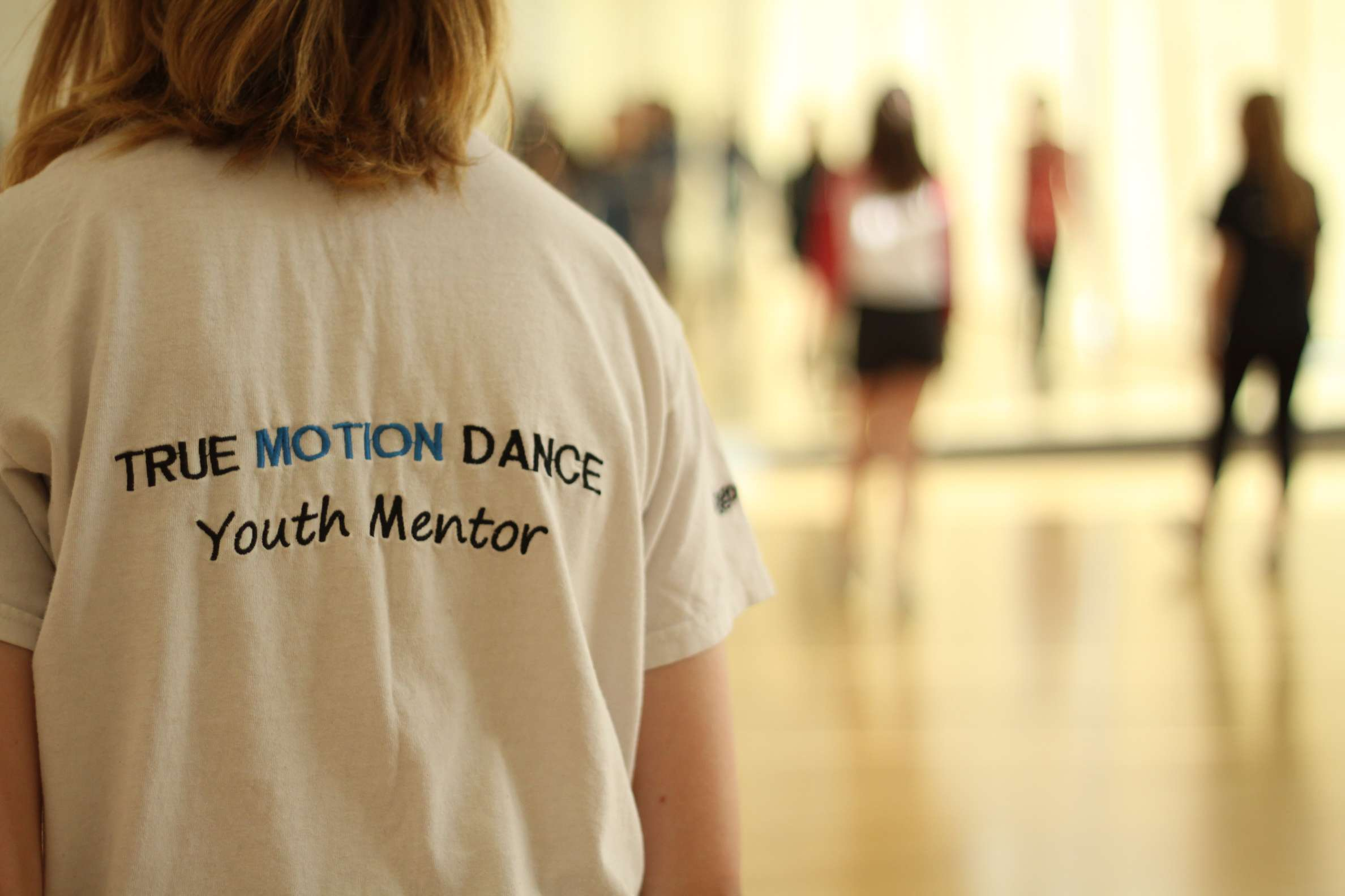 Youth mentor in dance class